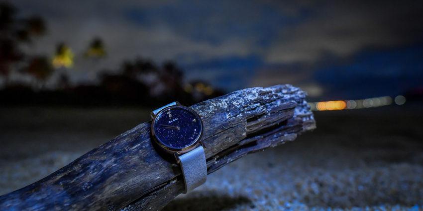 ネイビーの時計